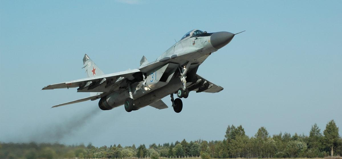 Беларусь передала Сербии четыре истребителя МиГ-29