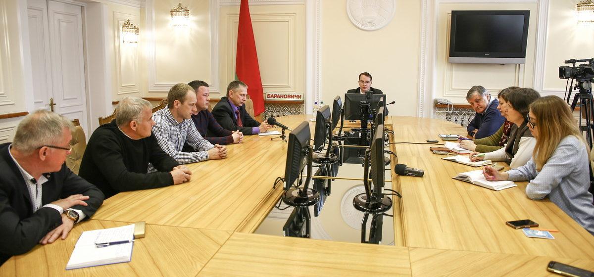 Бюджет, искусственное поле и цели на новый сезон обсудили на встрече зампредседателя Барановичского горисполкома с коллективом ФК «Барановичи»