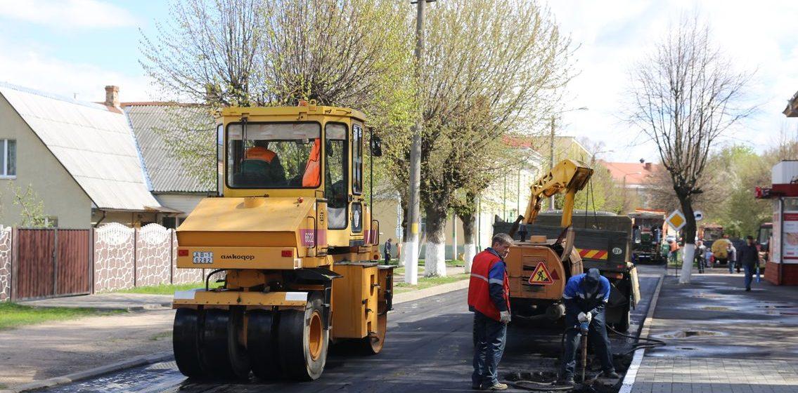 В Барановичах ремонтируют улицы Мицкевича и Фроленкова. Фоторепортаж