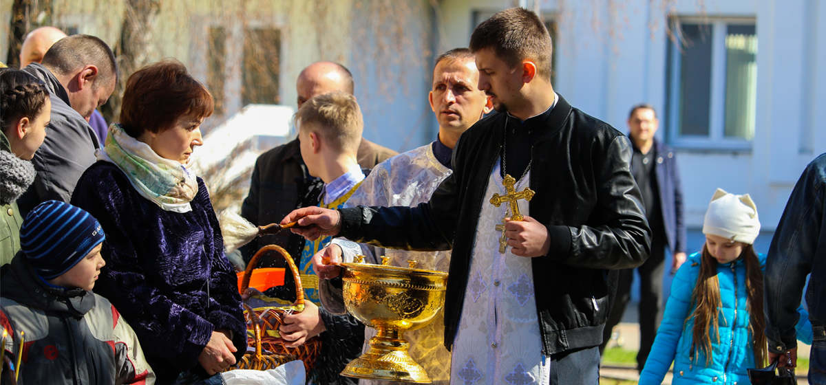 Великая суббота в Барановичах. Освящение куличей и яиц в храмах города