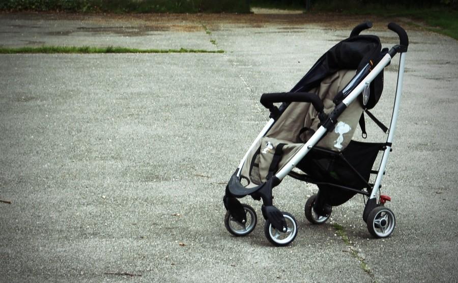 В Бресте младенец попал в больницу после того, как пьяная мать перевернула коляску