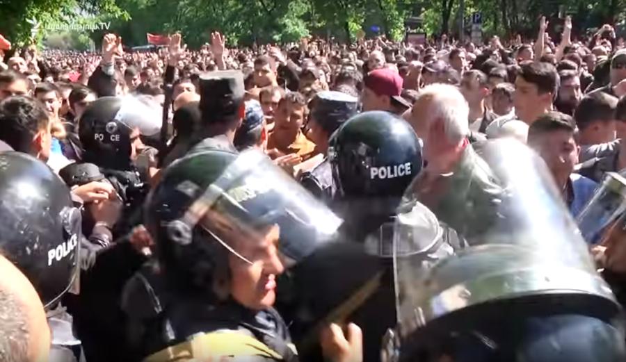 Массовые протесты в Ереване. Что происходит в стране и чего требует оппозиция?