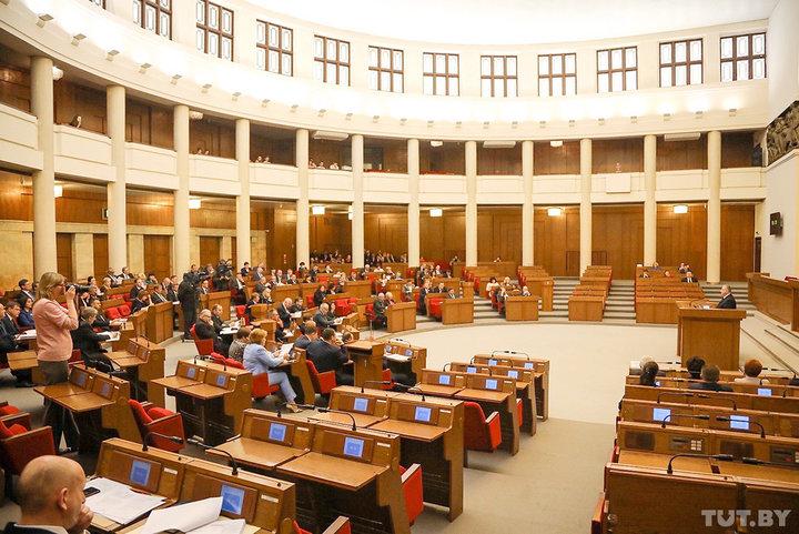 «За» – 98, «против» – 2. Депутаты в первом чтении одобрили изменения в Закон о СМИ