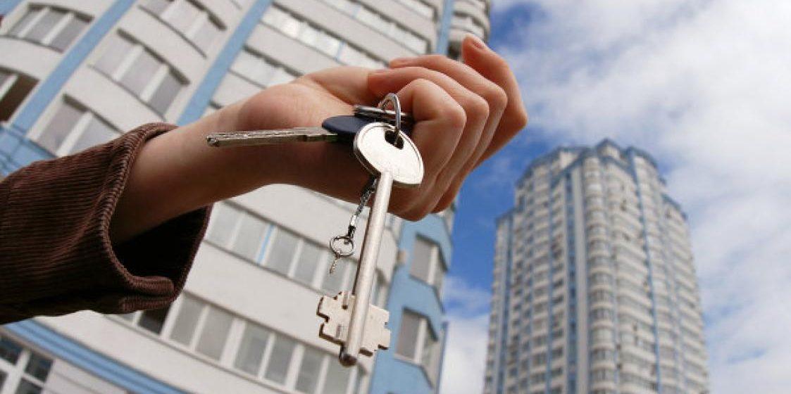 Молодой человек снимал на месяц квартиры и пересдавал их с предоплатой на полгода