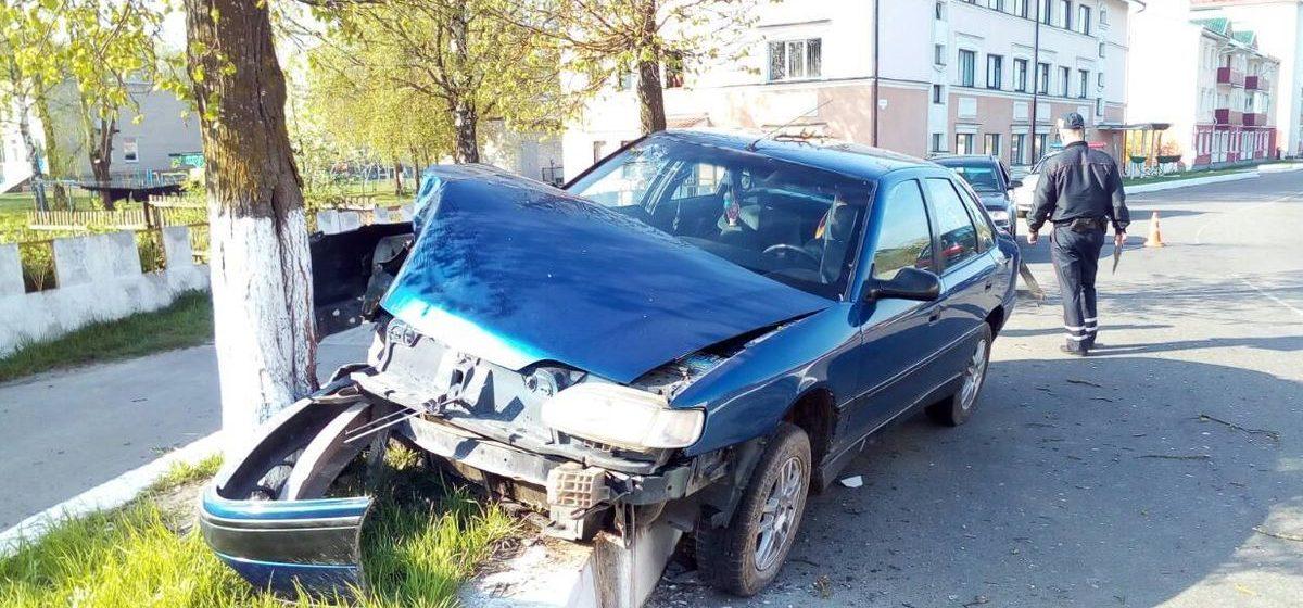 В Ганцевичах водитель «Рено» уснул и врезался в дерево