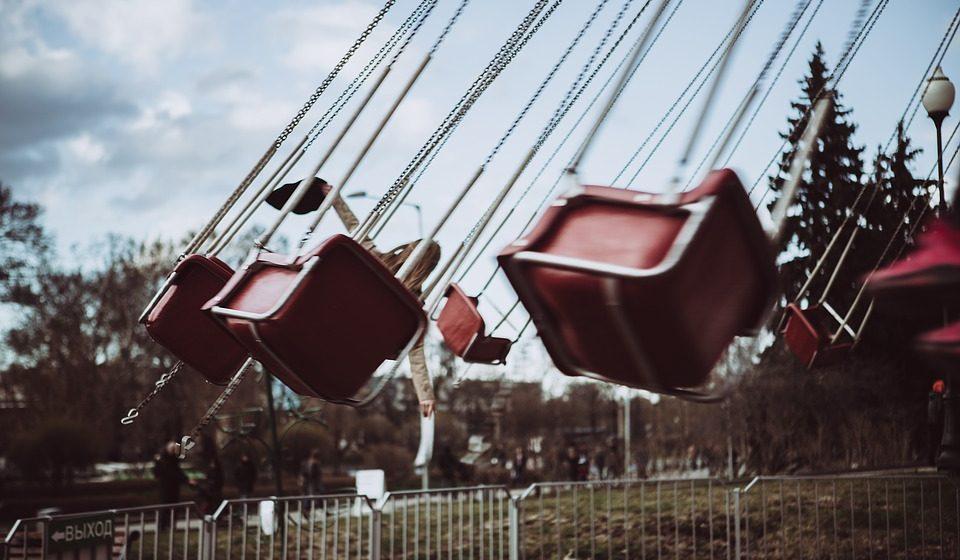 Во Франции во время пасхальной ярмарки на ходу оторвалась кабина карусели с людьми