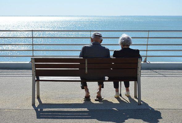 Кто в Беларуси не спешит уходить на пенсию
