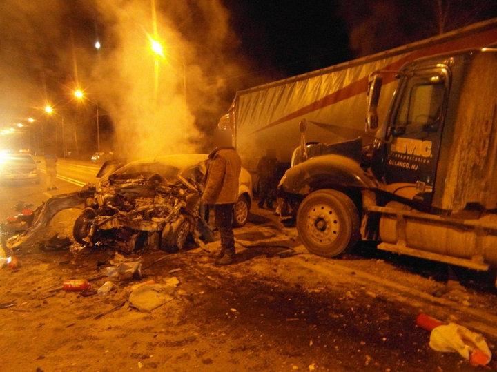 Во Владимирской области Ford Focus врезался в белорусскую фуру — погибли два человека
