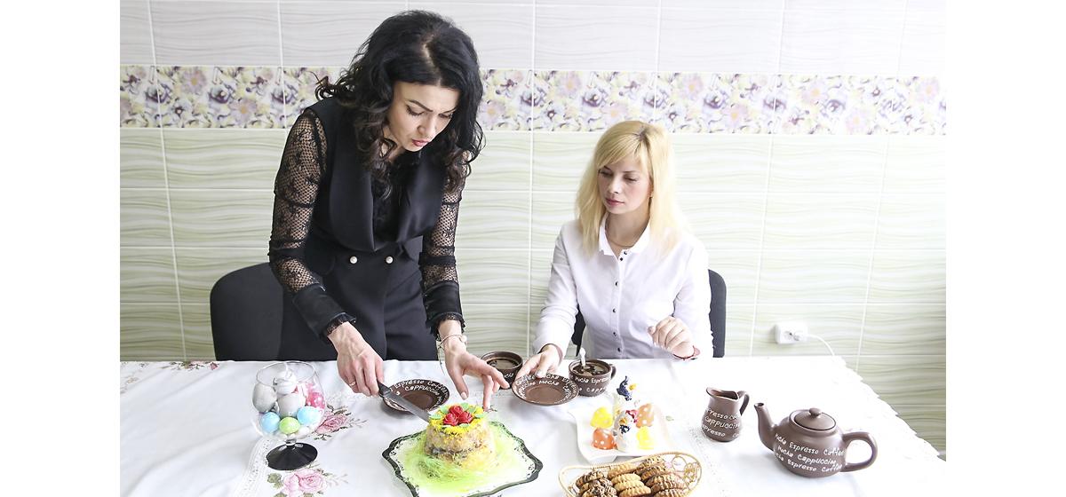 Пасхальные встречи. Владелица свадебного салона «Виктория» рассказала о своем бизнесе и приготовила творожную пасху*