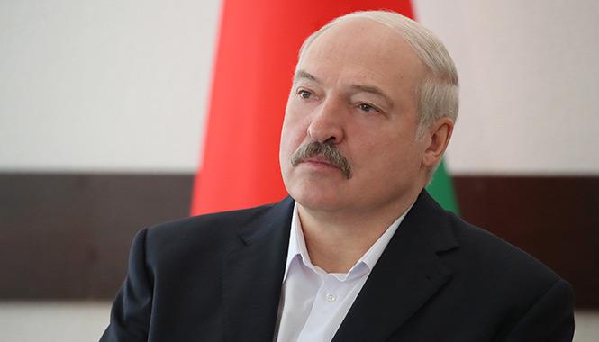 Лукашенко — чиновникам: Сегодня должна быть такая политика, чтобы нас не перевернули