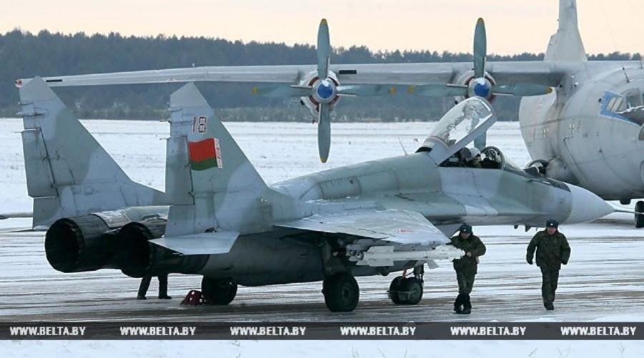 В Глубоком — на родине авиаконструктора Павла Сухого — установили два самолета, которые привезли из Барановичей