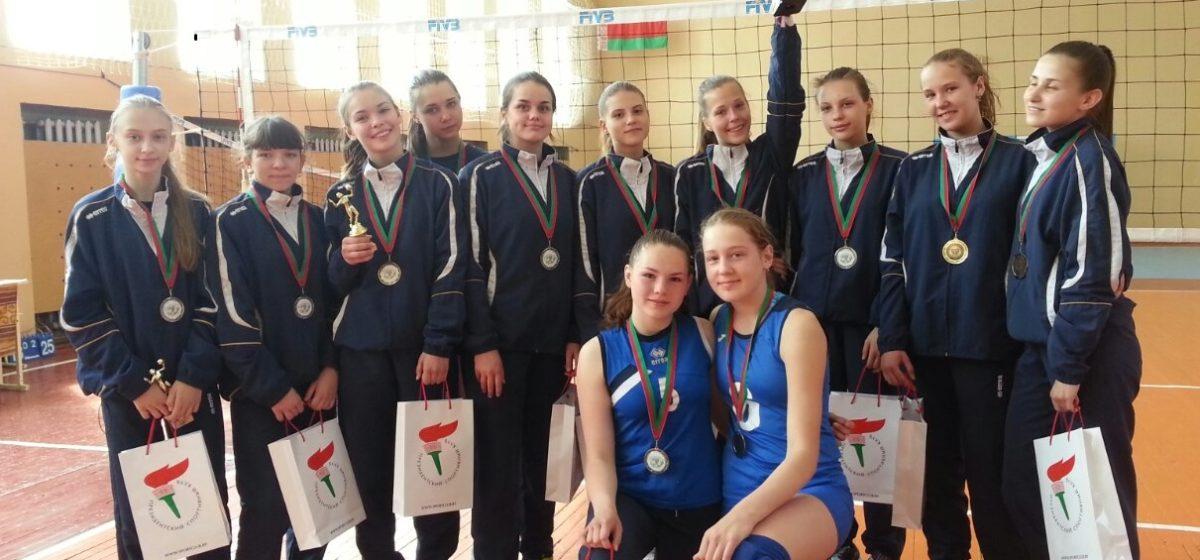 Барановичские волейболистки выиграли серебро детско-юношеской лиги Беларуси