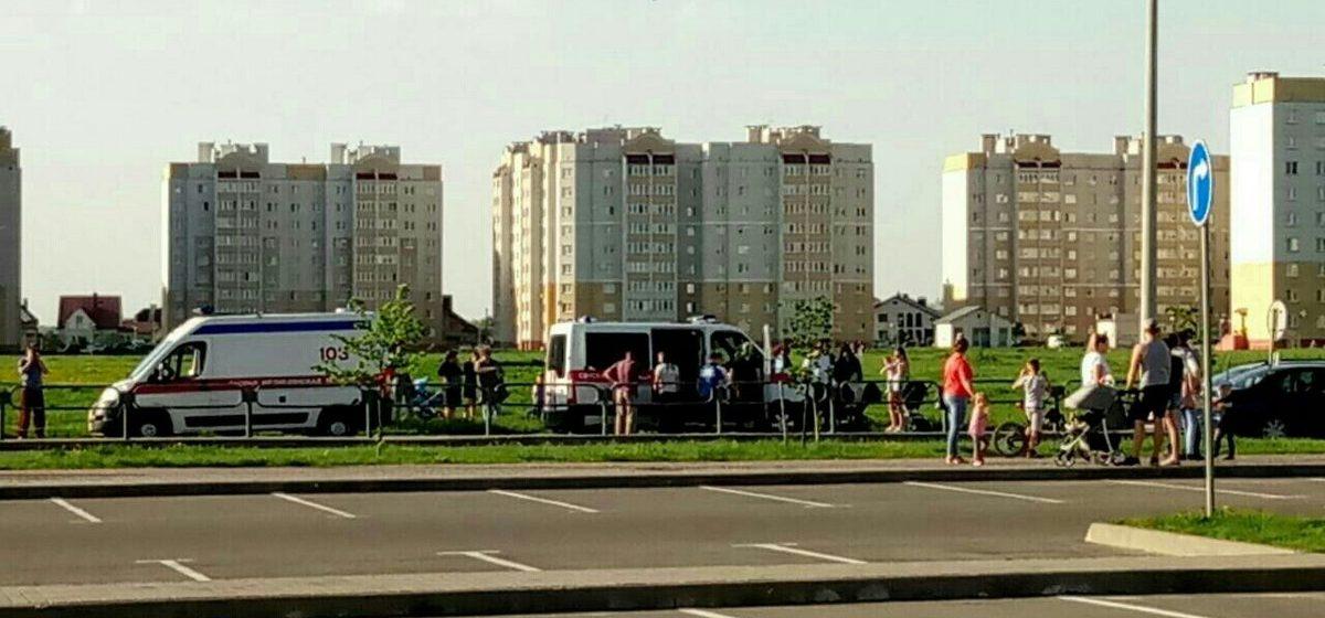 Двое младенцев в коляске, которых в Барановичах на пешеходном переходе сбил автомобиль, в аварии не пострадали