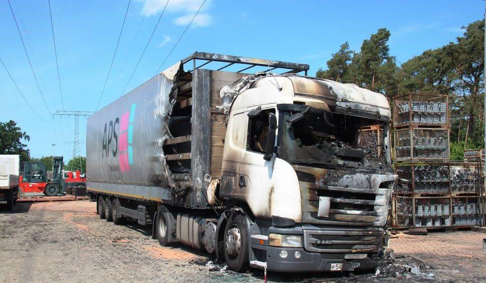 В Германии пьяный белорусский дальнобойщик поссорился с коллегами и сжег их фуру