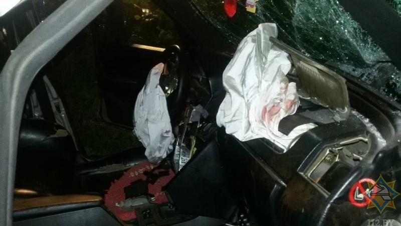 В Брестском районе 18-летний водитель «Мерседес С220» съехал в кювет и врезался в дерево