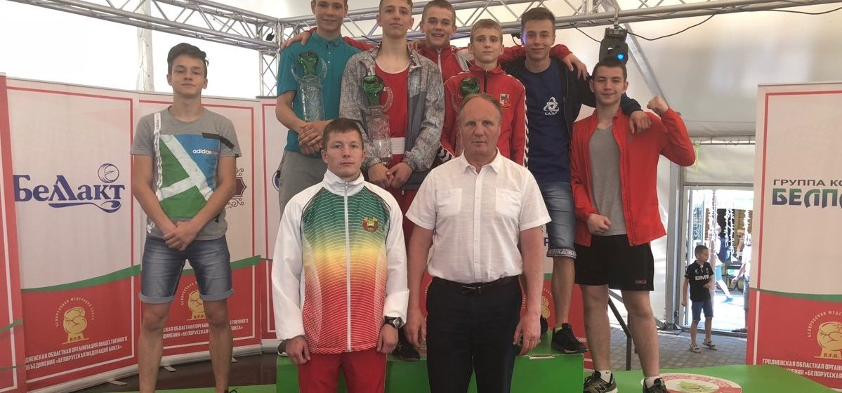 Барановичские юноши отличились на двух турнирах по боксу