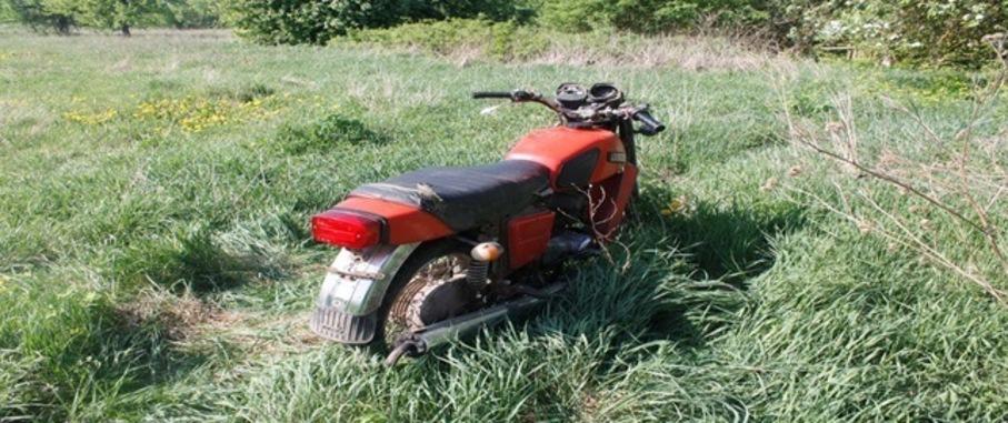 В Свислочском районе бесправник на мотоцикле вылетел в кювет —  серьезно пострадал пассажир