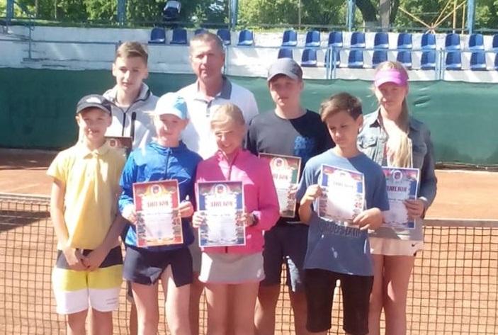 Юные барановичские теннисисты успешно выступили на первенстве области