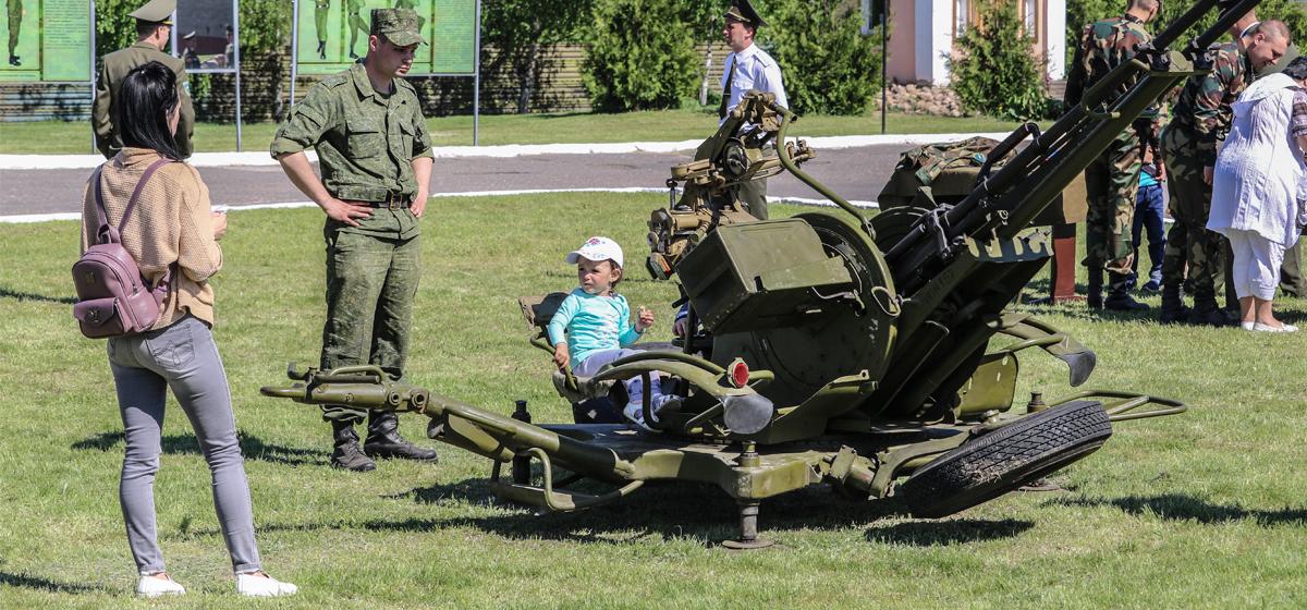 В Барановичах 120-я зенитная ракетная бригада отметила 76-летие. Фоторепортаж