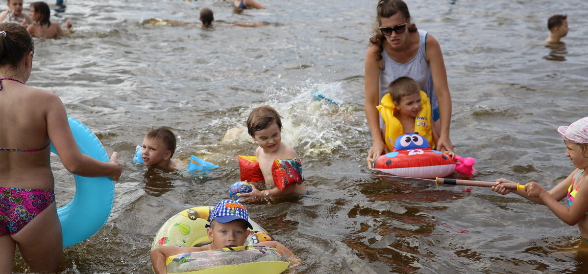 В Барановичах купальщики открыли пляжный сезон
