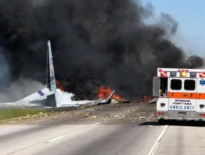 Видеофакт. В США камера видеонаблюдения сняла момент падения военно-транспортного самолета С-130