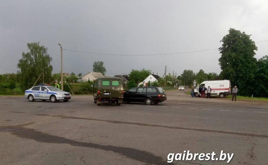 В Барановичском районе «УАЗ» столкнулся с «Фольксвагеном» — пострадал один человек