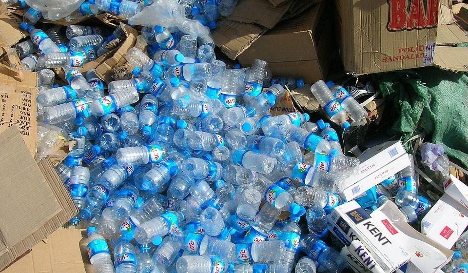 В Беларуси планируют заменить пластиковые бутылки на стеклянные