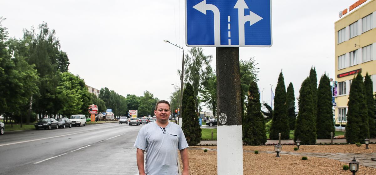 «Каждый день здесь аварийные ситуации». В Барановичах на перекрестке улиц Тельмана и Сержанта отсутствует разметка