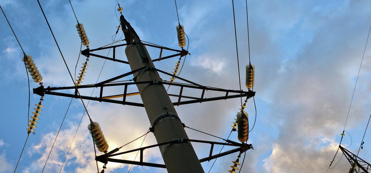 Опора высоковольтной линии упала на электромонтера в Мозырском районе, мужчина погиб