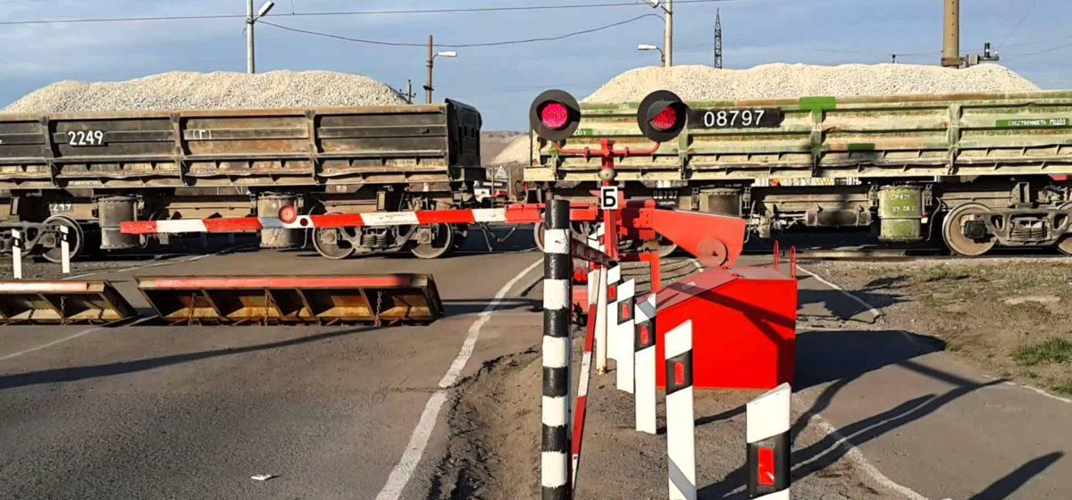 В Барановичах на Слонимском шоссе закрыли переезд. Маршрут объезда