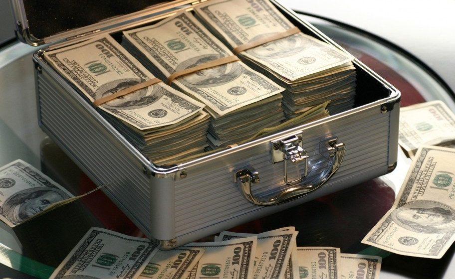 Директора центра по паралимпийским и дефлимпийским видам спорта задержали за взятку в 15 тысяч долларов