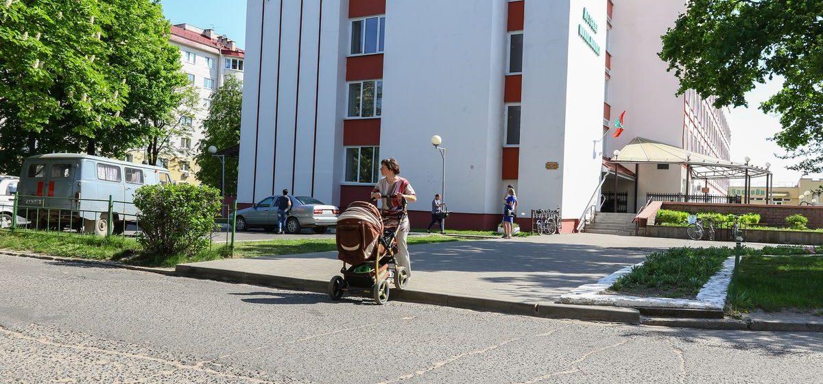 «Милиционеры сделали пешеходный переход для себя». Жительница Барановичей не может поделить зебру с РОВД