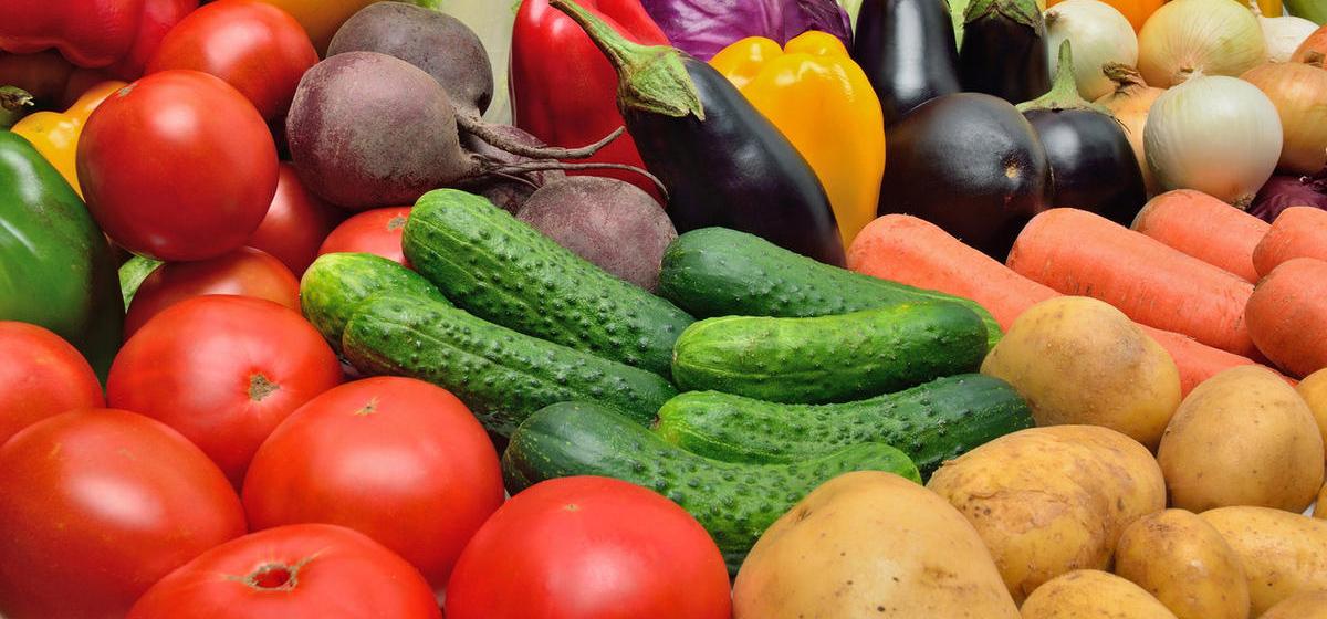 В российских магазинах пропадает свежая зелень. Сказывается ограничение на импорт овощей и фруктов из Беларуси?