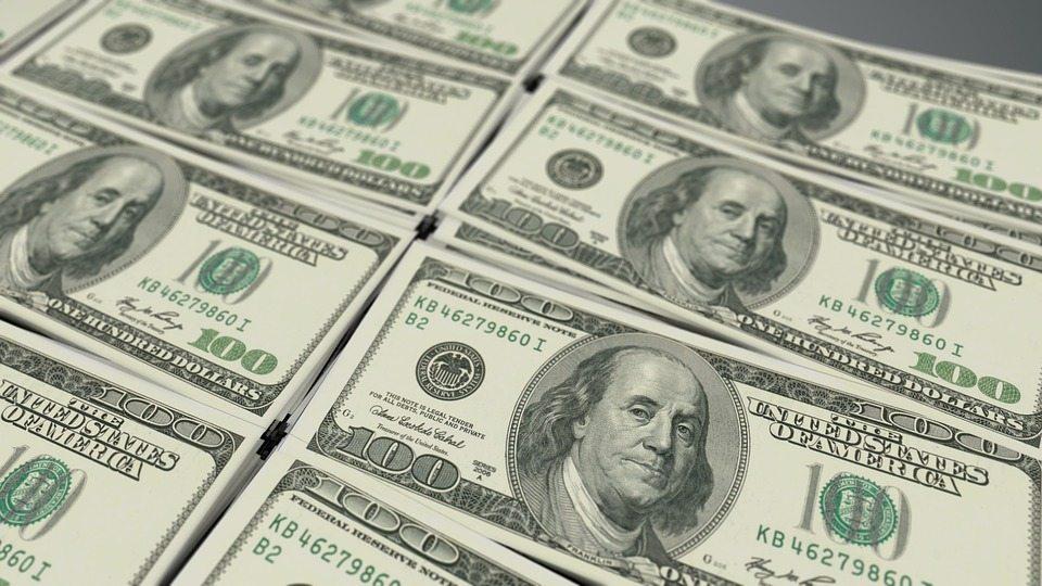 В Барановичах женщина пыталась сдать фальшивые 100 долларов, которые получила в наследство от матери