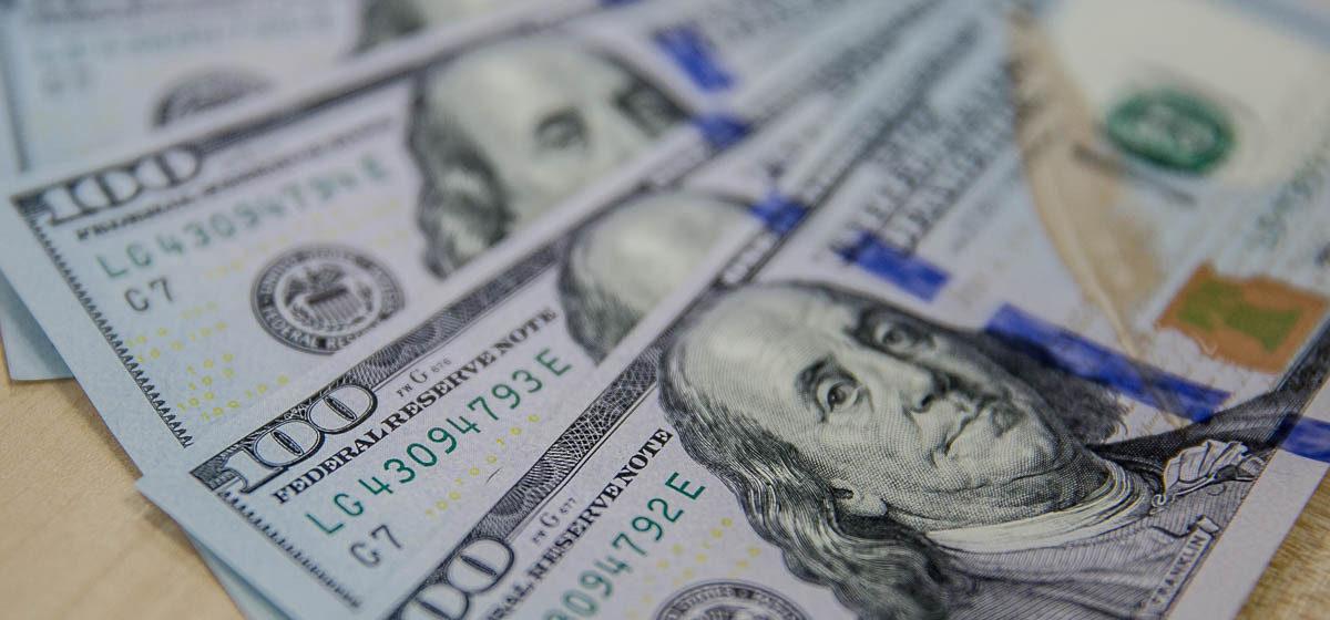 Белорусы-гастарбайтеры стали меньше пересылать на родину денег