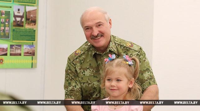 Лукашенко: «Родится четвертый ребенок – еще больше льготы. Пятый – беспрецедентная льгота. Я потихоньку это уже начинаю делать»