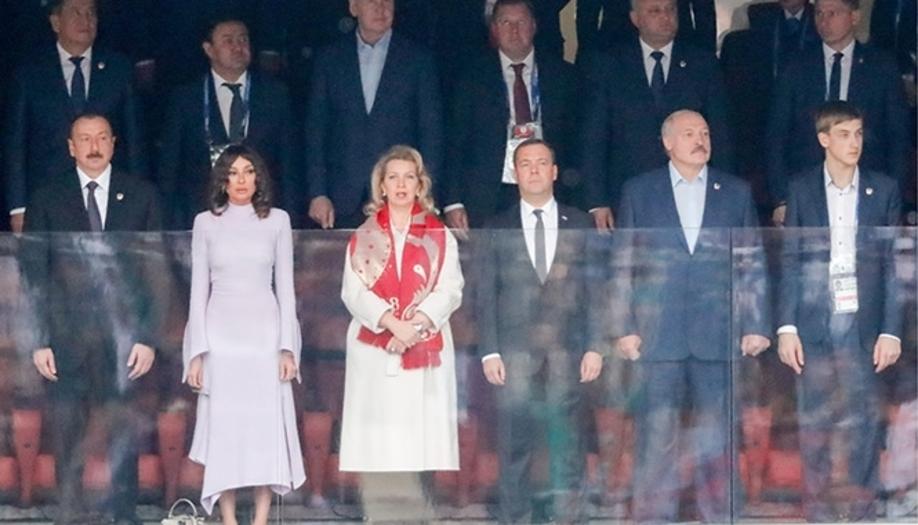 Фотофакт. За матчем Россия – Саудовская Аравия Лукашенко наблюдал в компании сыновей, а также Медведева и Алиева