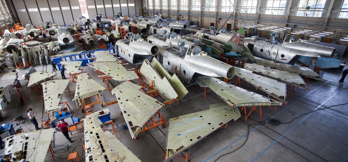 На какую сумму экспортировал товаров и услуг Барановичский «558-й Авиаремонтный завод» в 2017 году
