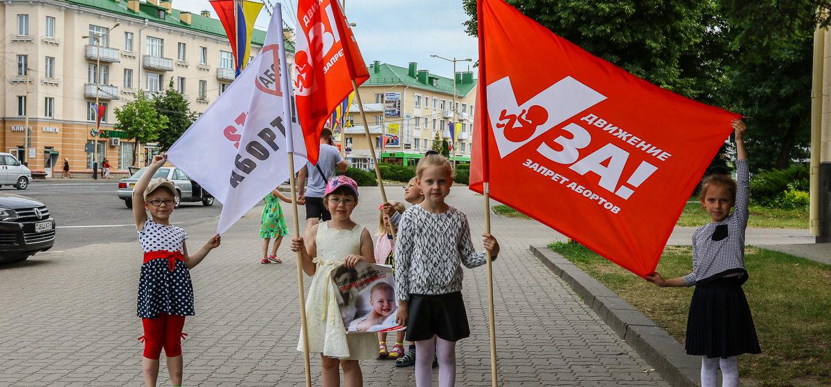 В Барановичах прошел автопробег против абортов