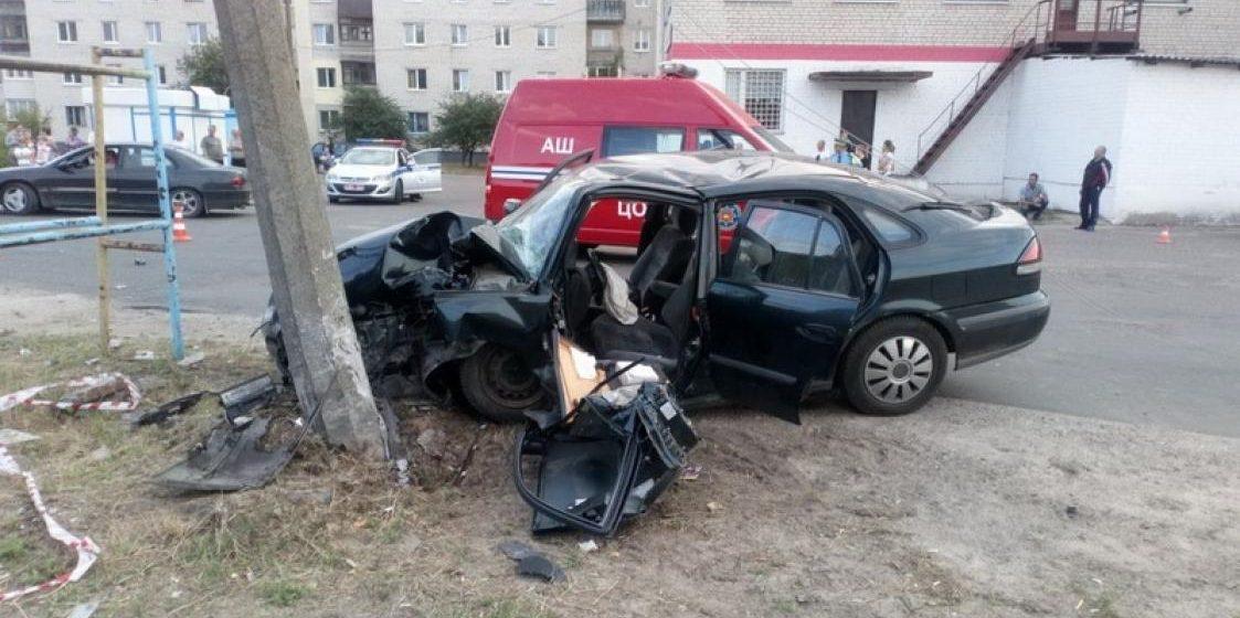 В Бресте пьяный водитель на «Мазде» врезался в столб и попал в реанимацию