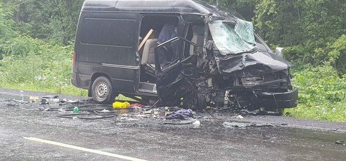В ДТП на Львовщине микроавтобус с белорусами попал в ДТП. Есть пострадавшие, один человек погиб