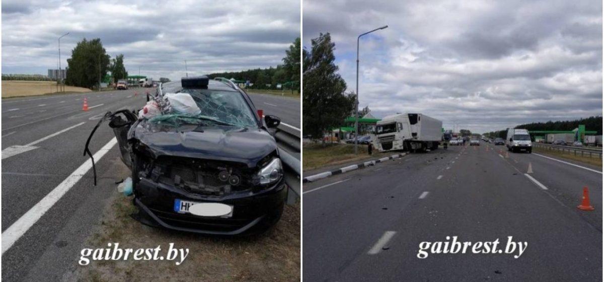 В Кобринском районе легковушка столкнулась с фурой, которой управлял житель Барановичей. Погиб 8-месячный ребенок