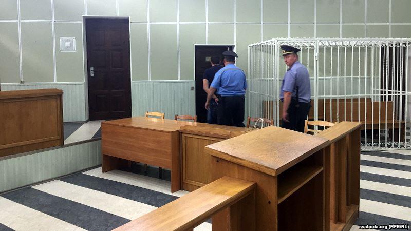 Участкового, которого в суде поддерживали 40 милиционеров, осудили на четыре года