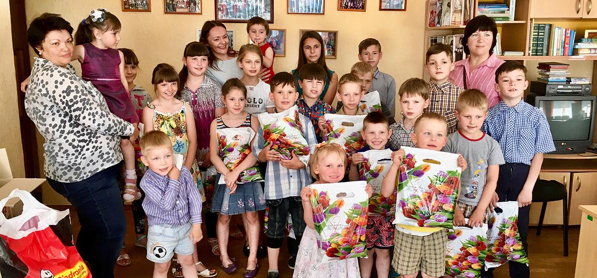 В Барановичах волонтеры собрали для детского приюта шампуни, мыло и зубную пасту