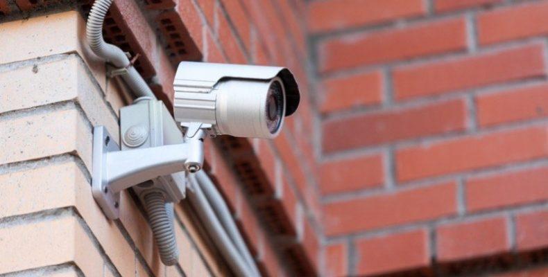 Житель Новогрудка украл у магазина работающую камеру видеонаблюдения