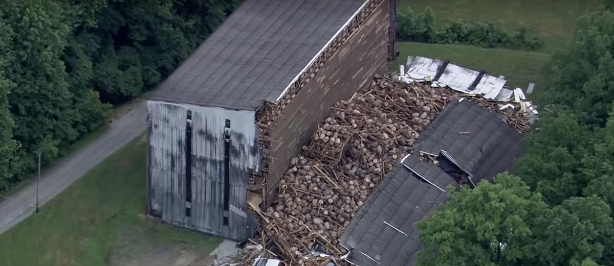 Почти два миллиона литров бурбона пролилось в Кентукки (видео)