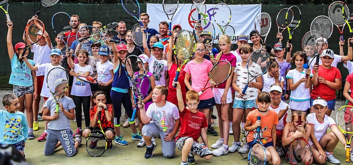 В Барановичах прошел мастер-класс по теннису от известного теннисиста Владимира Волчкова