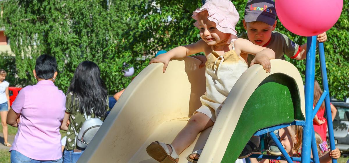 «Такие события в городе бывают редко». В Барановичах открыли три новые детские площадки