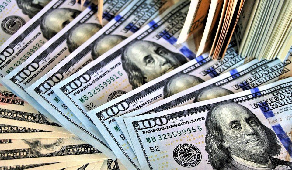 Житель Барановичей пытался сдать в банке фальшивые 100 долларов