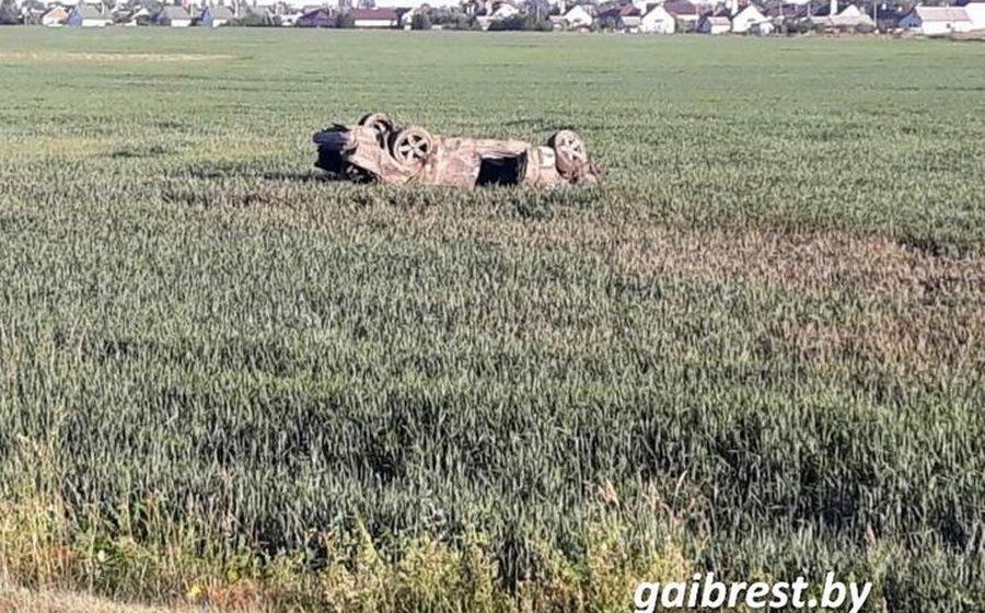В Березе легковушка вылетела в кювет и опрокинулась – пострадал 18-летний водитель
